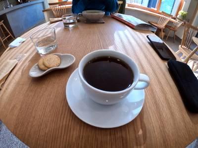 新しく発見したカフェでコーヒーをいただく。