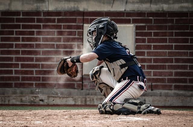 野球をしている子供のイメージ画像